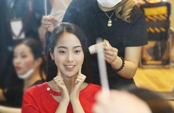 时代化妆培训高级化妆师助力2017京东•新面孔模特大赛
